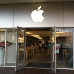 Photo taken at Apple Store, The Falls by Darin L. on 5/9/2012