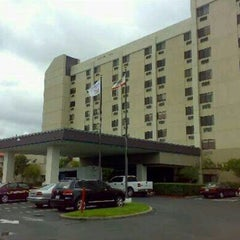 Photo taken at DoubleTree by Hilton Hotel San Francisco Airport by Yau Fung K. on 7/13/2012