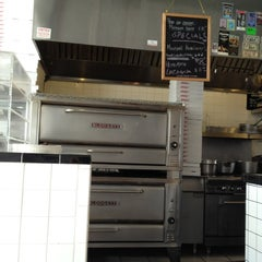 Photo taken at Mulberry Street Pizzeria by Gustavo M. on 3/28/2012