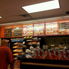 Photo taken at Dunkin' Donuts by Simo B. on 7/20/2012