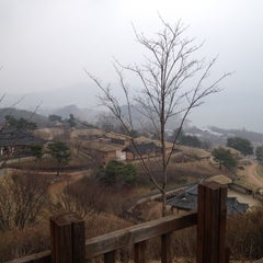 Photo taken at 문의문화재단지 by Jongyoul P. on 3/30/2012