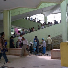 Photo taken at Masjid Al Furqan (Pusat Dewan Dakwah Indonesia) by Jonara D. on 4/6/2012