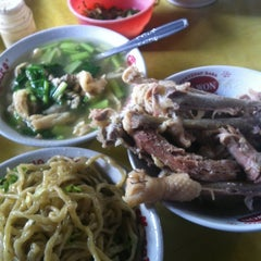 Photo taken at Mie Acing - mie lover recommended ;-) by inasurya on 4/13/2012