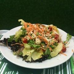 Photo taken at Verde Saladas e Sucos by Gustavo on 8/3/2012