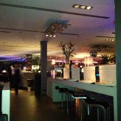 Photo taken at Globe Restaurant & Lounge Bar by Antonio d. on 3/11/2012