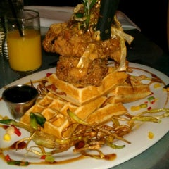 Photo taken at Hash House A Go Go by Eileen 🙈🙉🙊 L. on 6/12/2012