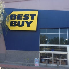 Photo taken at Best Buy by Yxes 💋🍂🍁 ☕. on 9/5/2012