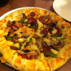 Photo taken at Pizza Hut by Ê. K. on 4/26/2012