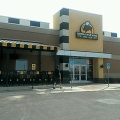 Photo taken at Buffalo Wild Wings by Donna Y. on 7/12/2012