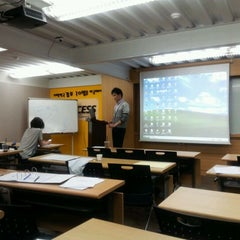 Photo taken at 맥세스컨설팅 by Paul I. on 5/9/2012