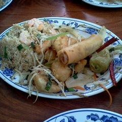 Photo taken at Lin Lin Chinesse Food by Moke C. on 3/30/2012