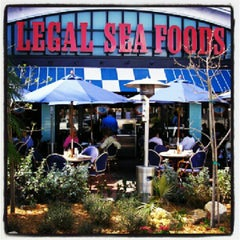 Photo taken at Legal Sea Foods - Boca Raton Town Center by Steven B. on 7/28/2012