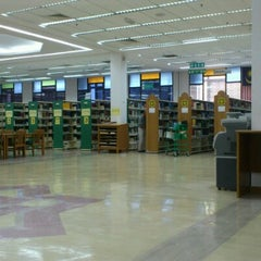Photo taken at IIUM Darul Hikmah Library by satrio banyubiru m. on 8/7/2012
