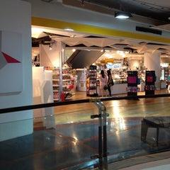 Photo taken at Loft (ลอฟท์) ロフト by คุณยอด ค. on 4/20/2012
