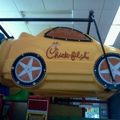 Photo taken at Chick-fil-A by Gabriela V. on 8/10/2012