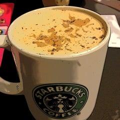 Photo taken at Starbucks (สตาร์บัคส์) by Jikko on 2/18/2012