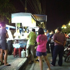 Photo taken at บัวลอย เบญจรงค์ by Ken B. on 8/8/2012