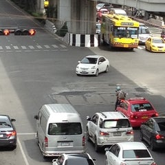 Photo taken at แยกอโศก (Asok Intersection) by SPEED BIRD on 8/19/2012