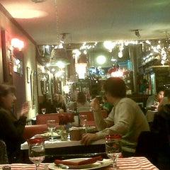 Photo taken at VeintiCinco Restaurant by chelologu on 5/31/2012