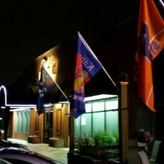 Photo taken at Dilworth Neighborhood Grille by Kaitlyn C. on 2/5/2012