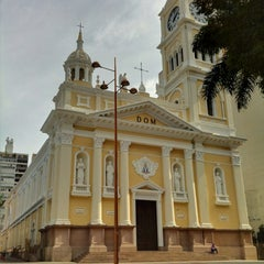 Photo taken at Catedral Metropolitana de Nossa Senhora da Ponte by 歩く眼です on 6/17/2012