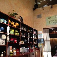 Photo taken at Tea Zone & Camellia Lounge by Suli C. on 8/17/2012