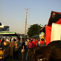 Photo taken at Pasar Malam Taman Connaught 康乐 by 逍遙 西. on 6/13/2012
