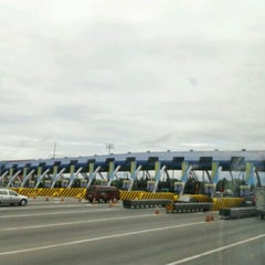 Photo taken at NLEx Bocaue Toll Plaza by Lowell Ian B. on 3/25/2012