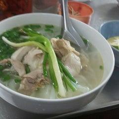 Photo taken at Phở Lâm Nam ngư by Nghi N. on 6/22/2012