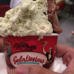 Photo taken at Gelatissimo by Edward Matthew Y. on 5/28/2012