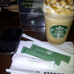 Photo taken at Starbucks by edietha o. on 8/26/2012