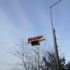 Photo taken at Red Robin Gourmet Burgers by Chris W. on 5/3/2012