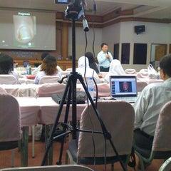 Photo taken at ห้องประชุมผู้สูงอายุ รพ.สงขลา by จิรวัฒน์ ส. on 2/15/2012