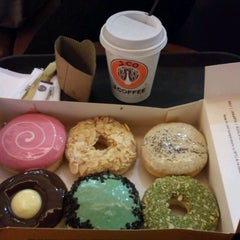 Photo taken at J.Co Donuts & Coffee by Novi H. on 5/6/2012