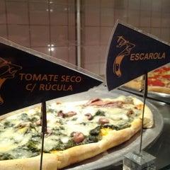 Photo taken at O Pedaço da Pizza by Mauricio T. on 6/17/2012