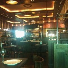 Photo taken at Almacén de Pizzas by Dan T. on 2/22/2012