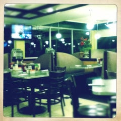 Photo taken at Lester's Diner by Juan Pablo S. on 8/10/2012
