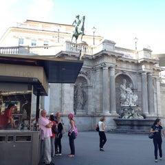 Das Foto wurde bei Würstelstand Zur Oper von Nataly C. am 8/29/2012 aufgenommen