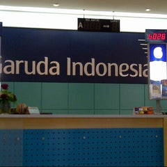 Photo taken at Garuda Indonesia Sales & Ticketing Office by Adi S. on 9/7/2012