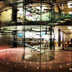 Photo taken at Apple Store, West 14th Street by Roman T. on 9/3/2012