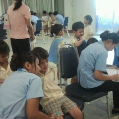 Photo taken at โรงเรียนสายอักษร (Saiaksorn School) by Smilely M. on 8/21/2012
