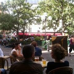 Photo taken at La Contrescarpe by Yunseok on 8/26/2012