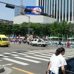 Photo taken at 보신각 (普信閣, Bosingak) by BrandNote on 5/6/2012