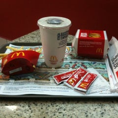 Photo taken at McDonald's by Mangá M. on 6/29/2012