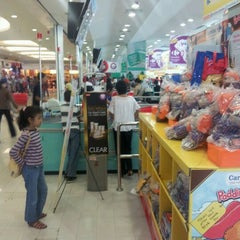 Photo taken at Carrefour by Jakku H. on 3/22/2012
