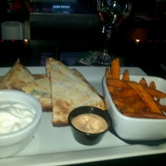 Photo taken at F.A.T.S. Bar & Grill by Jilly B. on 5/29/2012