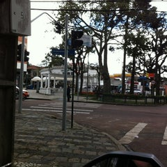 Photo taken at Praça Miguel Couto (Pracinha do Batel) by Anderson M. on 5/3/2012
