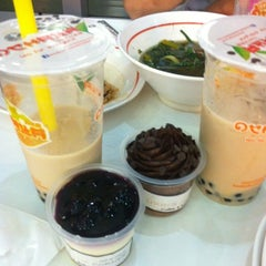Photo taken at Magic Food Point (ศูนย์อาหารเมจิกฟู้ดพอยท์) by Wi L. on 6/28/2012
