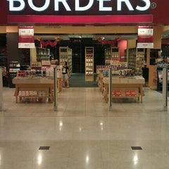 Photo taken at Borders by Rukhairy on 3/10/2012
