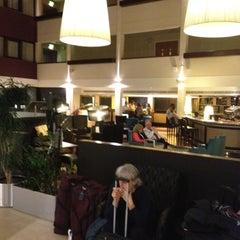 Photo taken at Hilton London Gatwick Airport by Steven A. on 2/11/2012